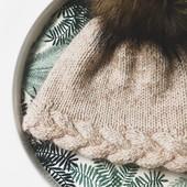 Braid cable + chunky pompom = Perfect match !   If you're not familiar with cable knit, I have added a tutorial video on my IGTV 😘  It's really easier than it's looks ! Have you already tried ?  Pattern : #BaguetteBeanie, available in 3 size : Baby, Child, Adult. Link in bio ✨ Pompom : @un_amour_de_laine   ---  Torsade tressée + gros pompon = Bonnet parfait !   Si vous n'avez pas encore essayé les torsades, je vous ai fait une vidéo tuto sur mon IGTV (en Français aussi ! ) 😘  Promis c'est plus simple que ça en a l'air ! Avez-vous déjà essayé ?   ---  #knitting #knittinglove #tricotaddict #jeportecequejetricote  #knittingaddict #knitknitknit #knitspiration #nevernotknitting #knittersofinstagram #knittersgonnaknit #merinowool #knittingforkids #knitwear #iloveknitting #stricken #strickenmachtglücklich #knittingismyyoga #strikkstrikkstrikk #cableknit #cableknitting #kniton #knit0n #strikking #strikkeinspo #weareknitters