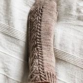 What is your favorite yarn (blend) for knitting socks ? 🧐 Merino + Nylon, 100% Merino, SW or no SW ? Have you ever used fibers other than those already mentioned ? I no longer whant to use Superwash yarn and try to use only natural fibers for my yarn choices.  But now for knitting socks, I have an issue with these restrictions, so your opinion would be useful here! ♥ 😘  ---  Quel est votre matière préférée pour tricoter des chaussettes ?  Mérinos + Nylon, 100% mérinos, SW ou non SW ?  Avez-vous déjà utilisé d'autres fibres que celles déjà citées ?  Je n'utilise plus de laine Superwash et j'essais de n'utiliser que des matières naturelles dans les compositions des fils à tricoter. Mais du coup pour les chaussettes, je bloque un peu avec ces restrictions que je m'impose, alors votre avis serait super utile ici ! ♥😘  ---  Pattern : #vervainsocks  #52weeksofsocks ♥  #sockknitting #knittedsocks #lacesocks #handdyedyarn #socksaddict #laceknitting #lainemagazine #sockenstricken #stricken #strikke #strikkeinspo #strikkesokker #shareyourknits #contemporaryknitwear #tricotaddict #knittingaddict #knittersgonnaknit #nevernotknitting #onmyneedles #jeportecequejetricote
